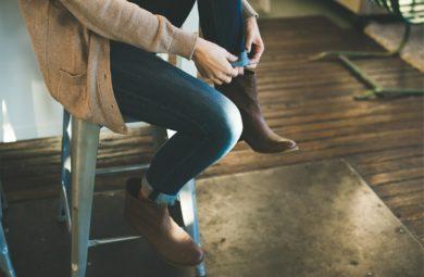chaussures et jeans